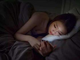 晚上干什么能赚钱?晚上躺床上手机看新闻日赚200元